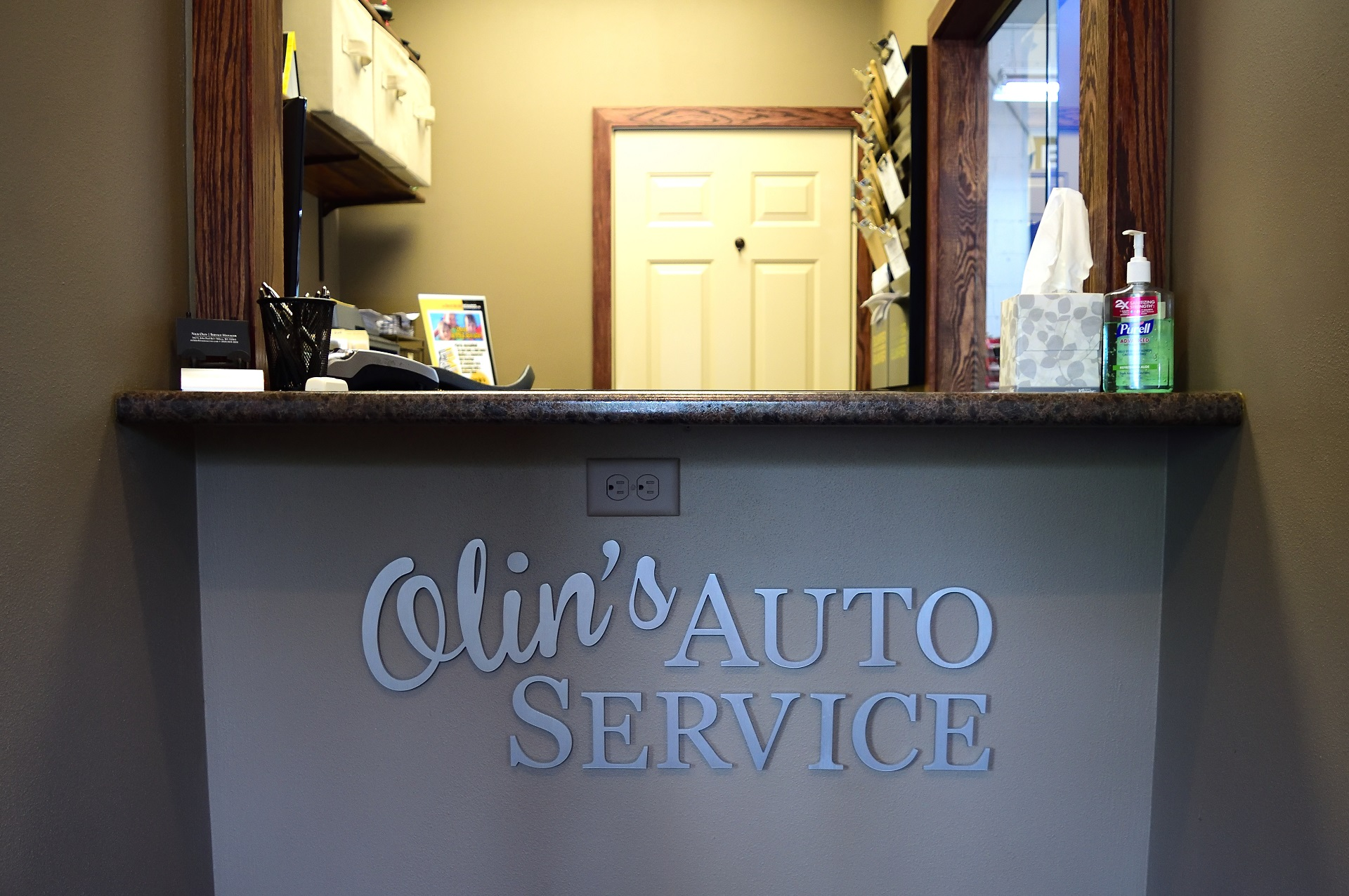 Image of the front desk at Olin's Auto Service, mechanics in Milton, WI